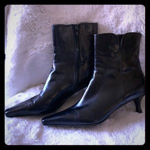 STUART WEITZMAN ✨ Black Leather Ankle Boots